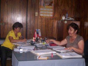 Personal de la DRE trabajando por una mejor educación.