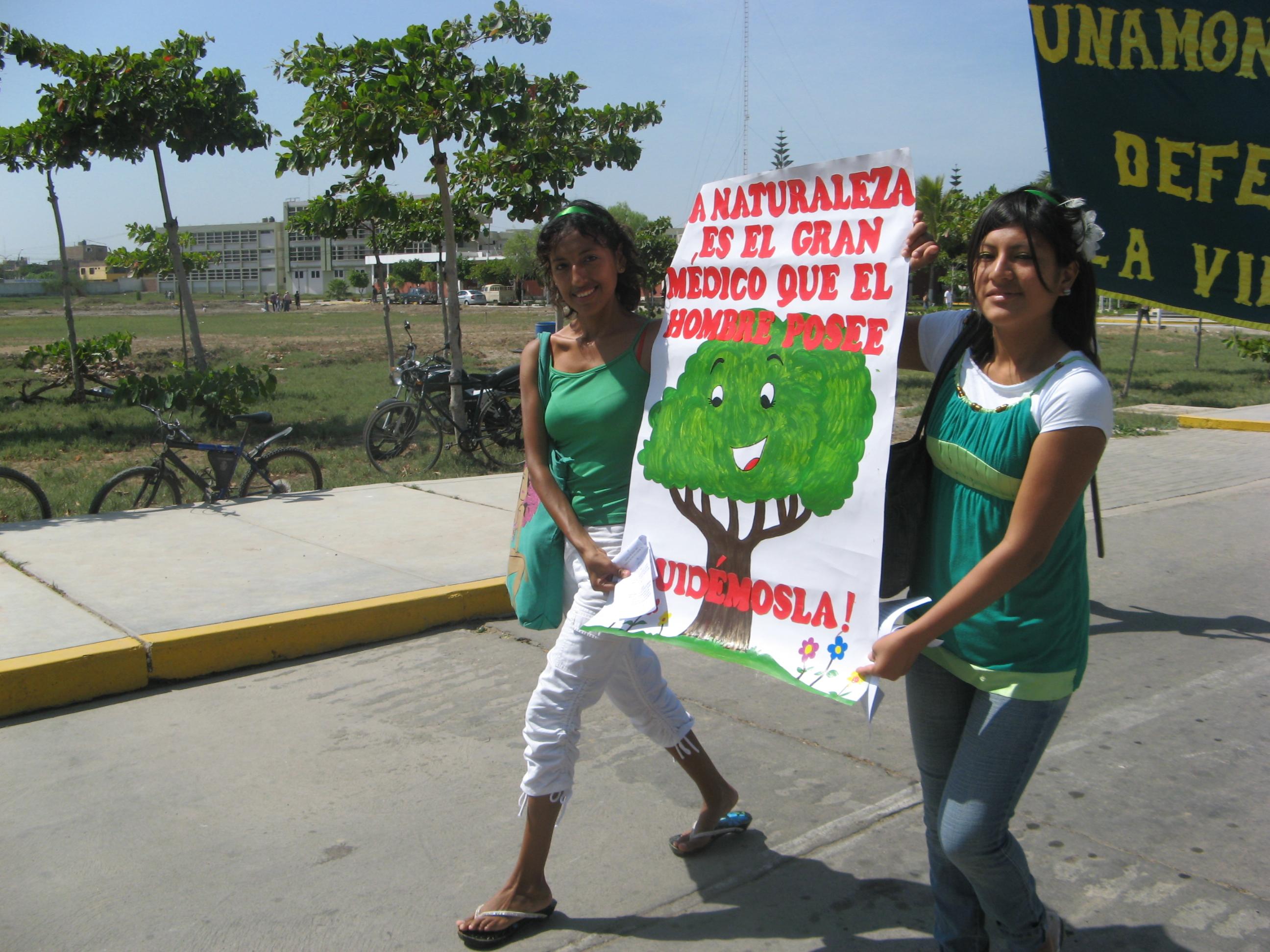 Lambayeque: Universitarios marchan por la conservación de la TIERRA