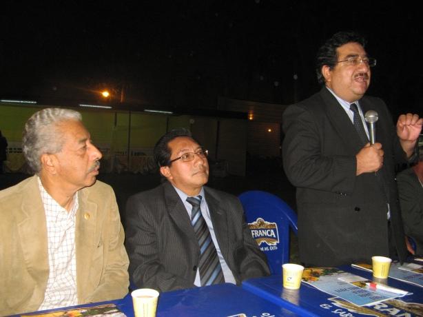 Director Nacional de SENASA, Anbraham Suybate Ruiz ( centro) Viceministro de Agricutura ( parado)