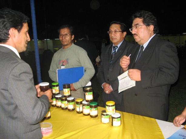 Vice Ministro de Agricultura y Abraham Suybate en I ExpoMiel