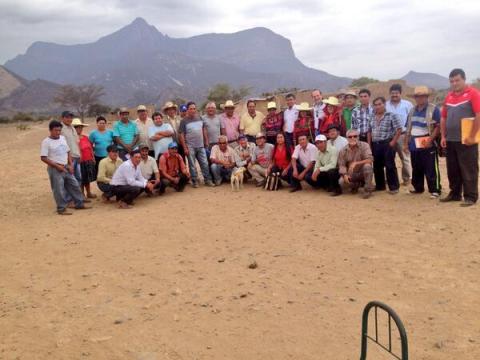 Congresista Yehude Simon con agricultores y comuneros de Chongoyape